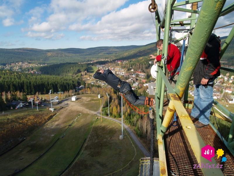 Bungee jumping z věže - poukaz na zážitek