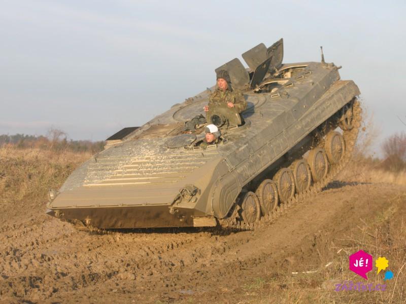 Jízda v obrněném transportéru + střelba z Kalašnikova - dárek