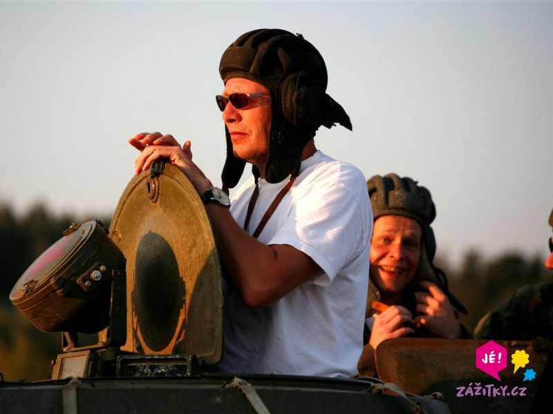 Jízda v obrněném transportéru + střelba z Kalašnikova - dárkový poukaz
