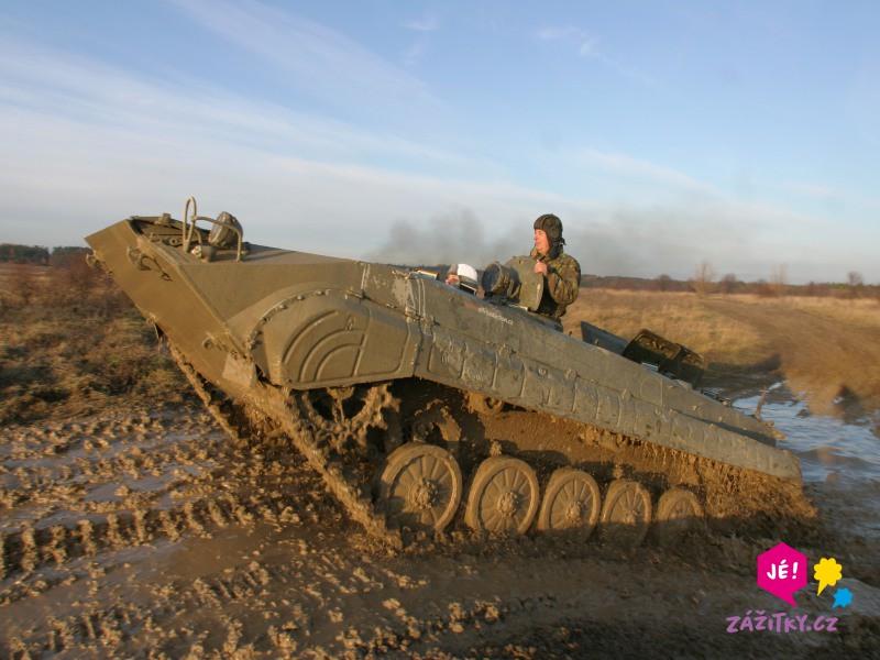 Jízda v obrněném transportéru + střelba z Kalašnikova - poukaz na zážitek