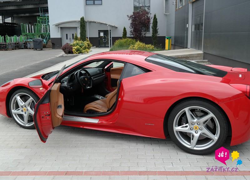 Jízda ve Ferrari - poukaz na zážitek