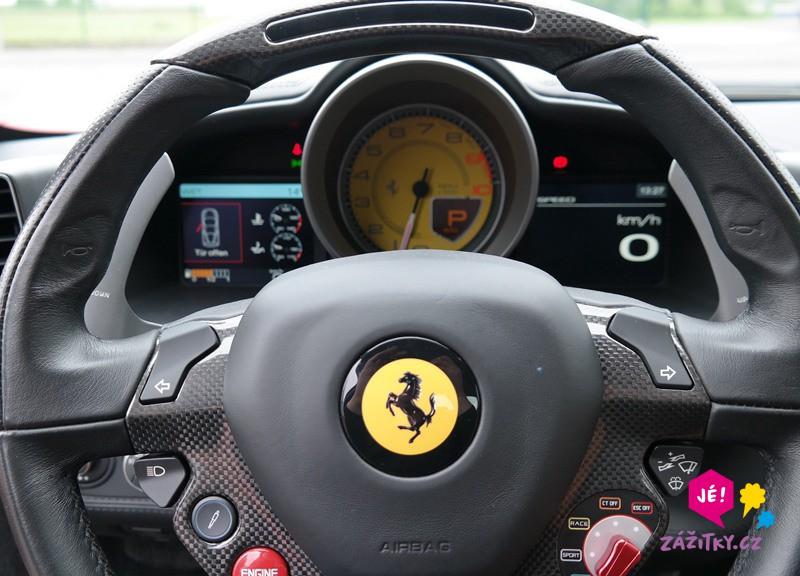 Jízda ve Ferrari - dárkový poukaz