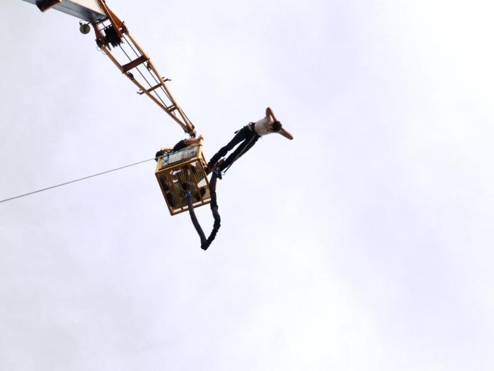 Bungee jumping až 120 metrů z jeřábu - poukaz na zážitek