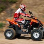 Jízda na čtyřkolce ATV na trati - dárkový poukaz na zážitek