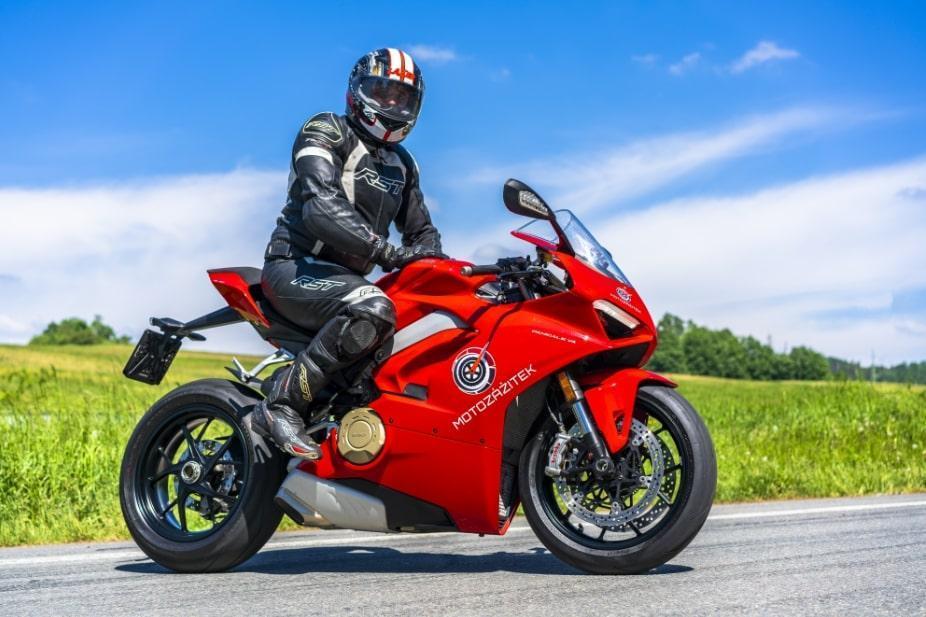 Jízda na motorce Ducati Panigale V4 - poukaz na zážitek