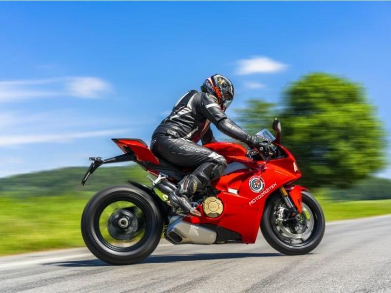 Jízda na motorce Ducati Panigale V4 - dárkový poukaz