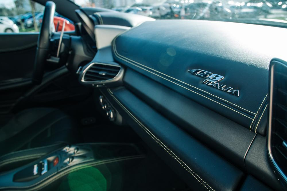 Jízda ve Ferrari 458 - poukaz na zážitek