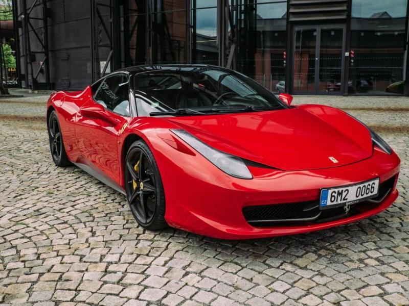 Jízda ve Ferrari 458 - dárkový poukaz