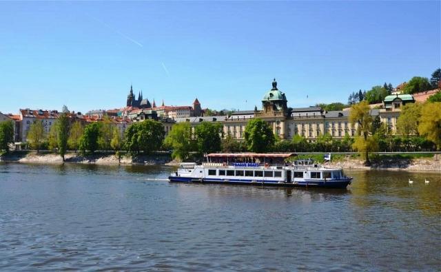 Plavba lodí po Vltavě - dárek