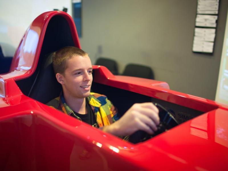Závodní simulátor Formule 1 - dárkový poukaz