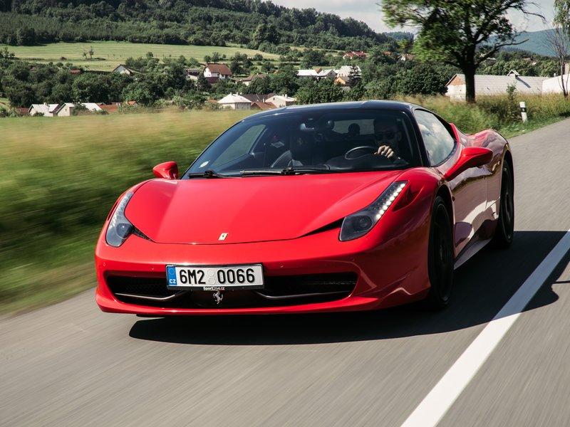 Jízda ve Ferrari na Moravě - dárkový poukaz