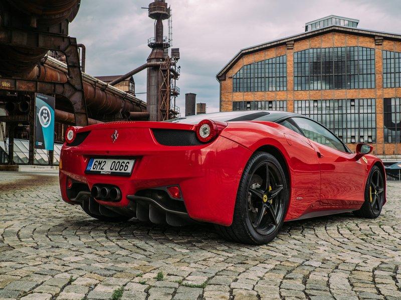 Jízda ve Ferrari na Moravě - poukaz na zážitek